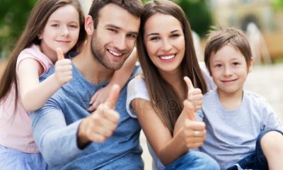 depositphotos_51818167-stock-photo-family-portrait-with-thumbs-up